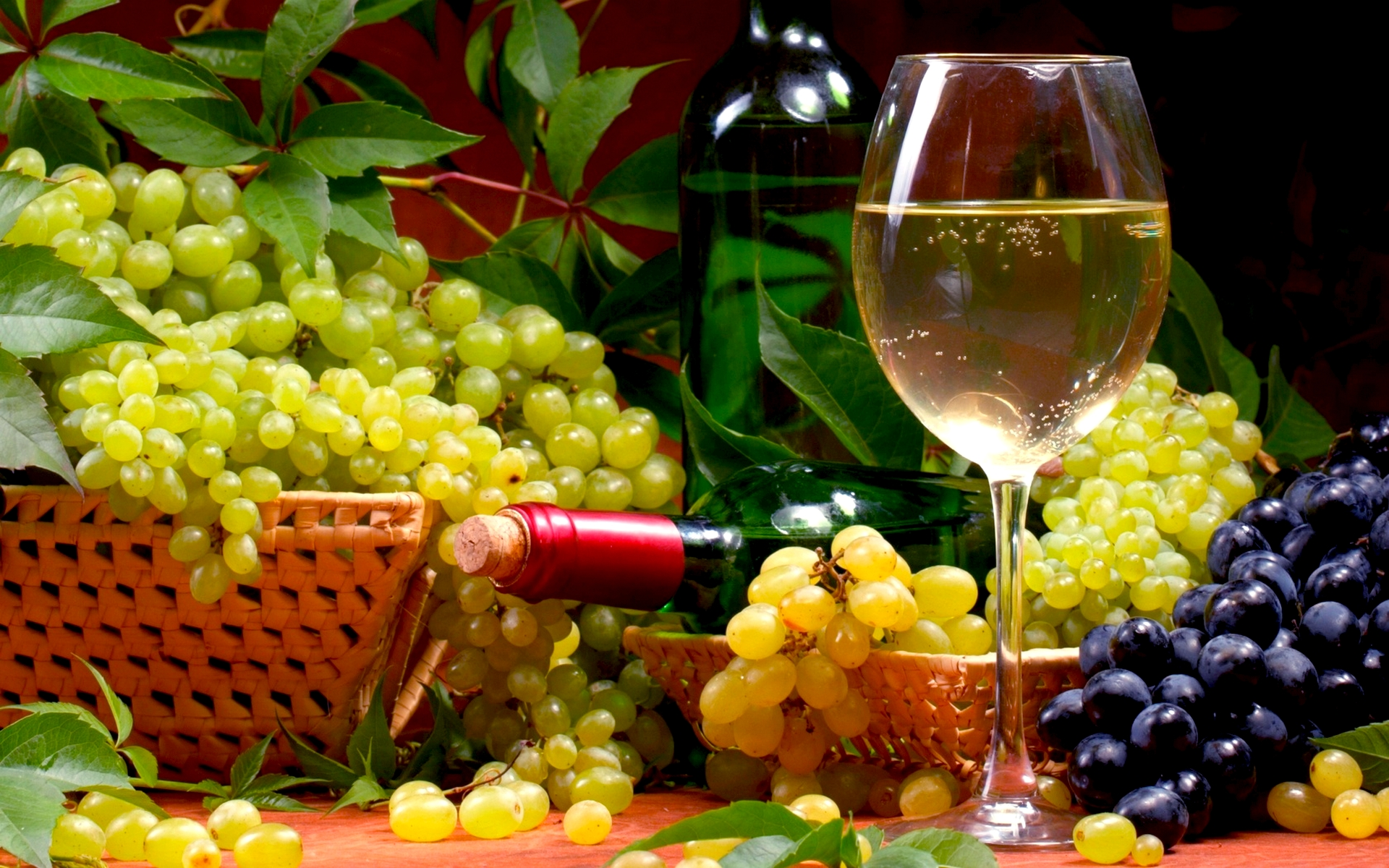 Pictire of a glass of wine and a basket of grapes